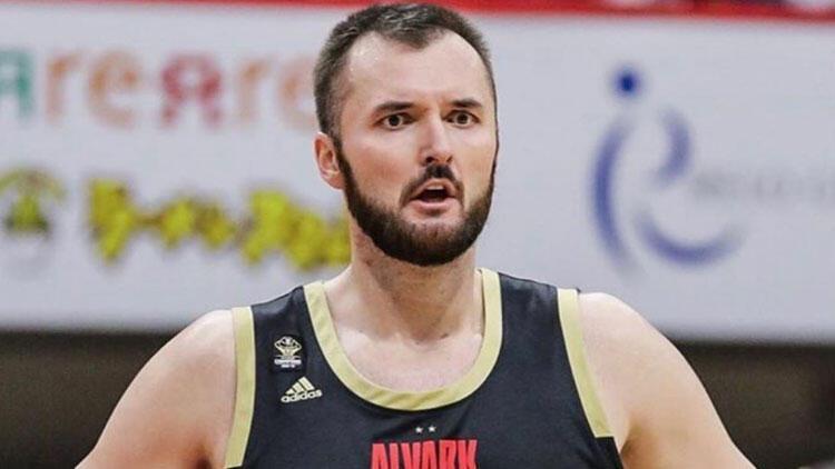 Bir dönem Galatasaray forması giyen Milan Macvan basketbolu bıraktı