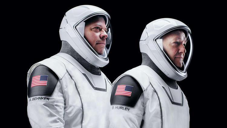 SpaceX astronotları uzayda: Tokalaşmak serbest