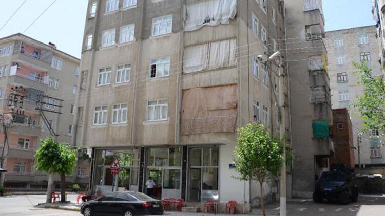 Diyarbakır'da 4 katlı apartman, karantinaya alındı