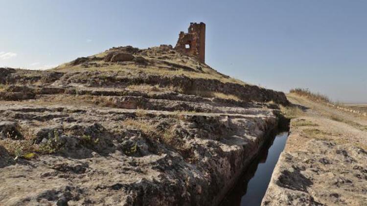 Zerzevan kalesinde milimetrik hesaplarla yapılan su kanalı gizemini koruyor