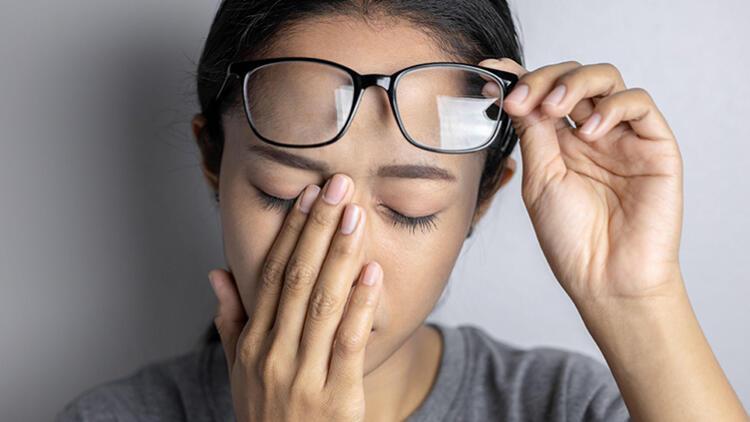 Göz Ovuşturmak Zararlı Mıdır?