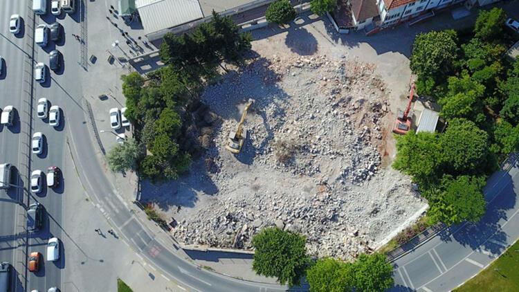 Avcılar'daki Hacı Ahmet Tükenmez Camii'nin yıkımı tamamlandı