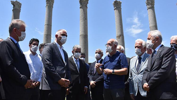 Bakan Ersoy'dan 'Ege Turizm Merkezi- Çeşme Projesi' açıklaması