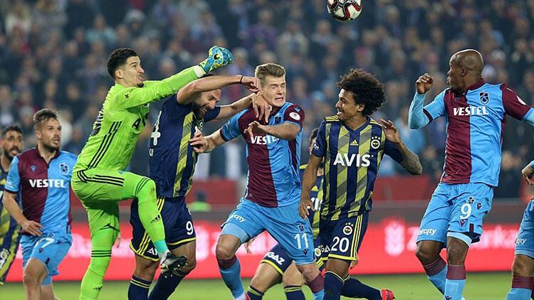 Trabzon bir adım önde, Muslera ile G.Saray'ın yarısı gitti