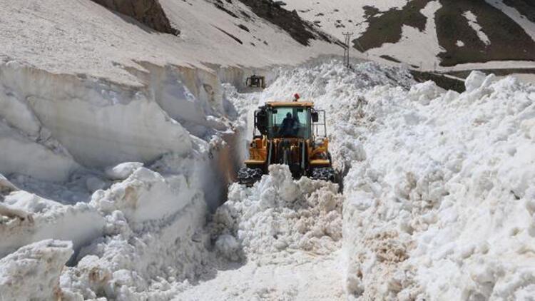 Yüksekova'da haziran ayında karla mücadele