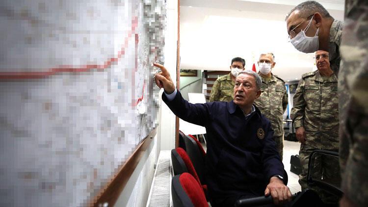 Son dakika haberler... Bakan Akar: Teröristlerin inlerine girildi, başlarına yıkıldı
