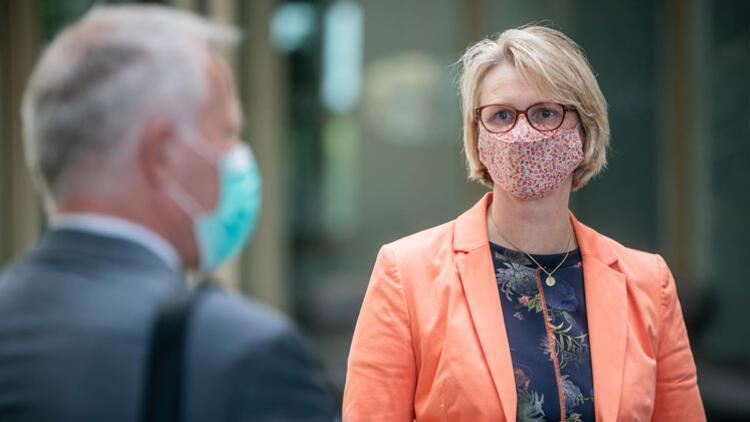 Federal Eğitim Bakanı Anja Karliczek: Okullar kapanabilir