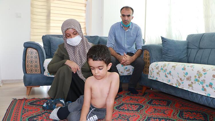 6 yaşındaki Cihan, ameliyat olamazsa felç kalacak