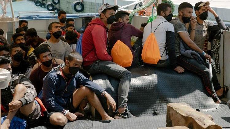 Akdeniz'de kurtarılan göçmenlerde koronavirüs (Covid-19) tespit edildi