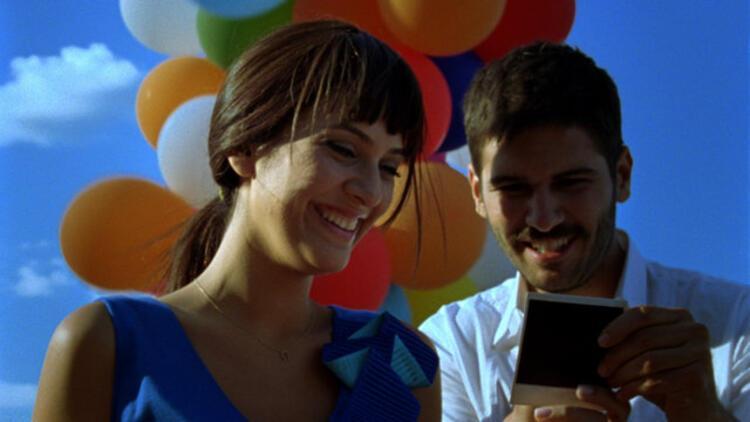 Aşk Geliyorum Demez oyuncuları kimdir? Aşk Geliyorum Demez filmi konusu nedir?