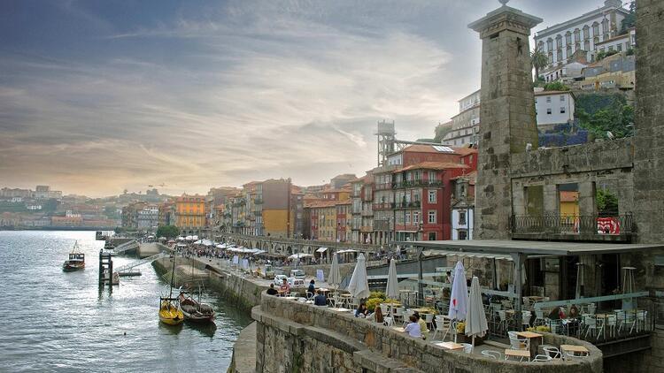 Avuçlarında kültürel kalıntılarla hikayesini anlatmayı bekleyen büyüleyici bir liman şehri: Porto