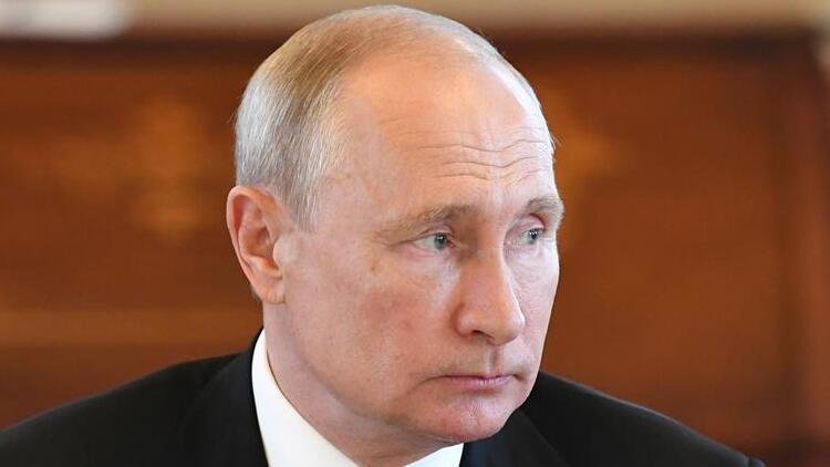 Rusya'da Putin'e yeniden başkanlık yolunu açacak halk oylaması başladı
