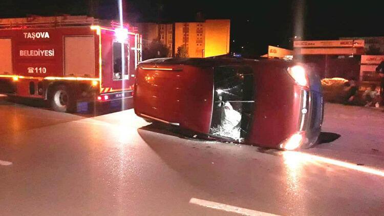 Amasya'da hafif ticari araç devrildi: 4 yaralı