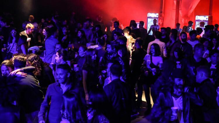 Death by Audio Bir Depoyu Müzik Fabrikasına Dönüştürdü