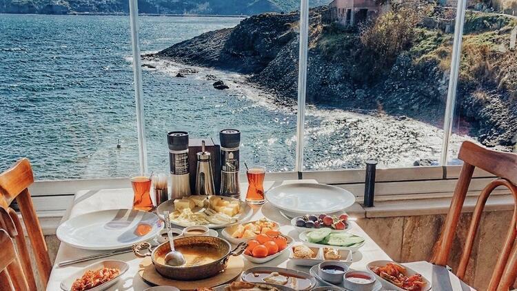 Püfür püfür, mesafeli ve lezzetli yaz sabahları