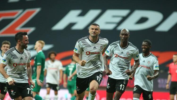 Burak Yılmaz, Beşiktaş'taki en golcü sezonunu yaşıyor