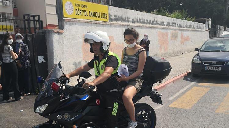 Hatay'da kimliğini unutan ve olmayan öğrencilerin imdadına polis yetişti