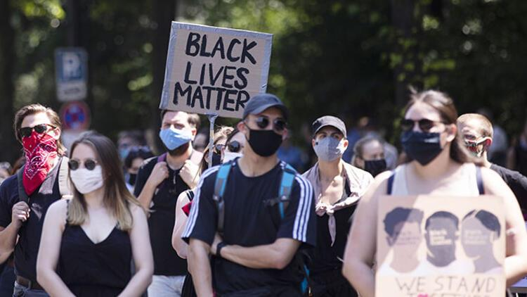 Berlin'de 'Black Lives Matter' mitingi
