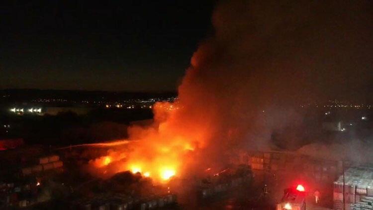 Son dakika haberi: Manisa OSB'de korkutan fabrika yangını!