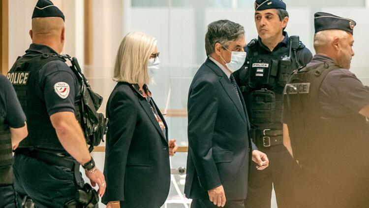 Eski Başbakan Fillon'a yolsuzluktan 5 yıl hapis
