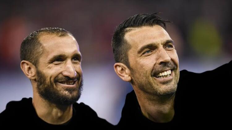 Juventus, Buffon ve Chiellini ile sözleşme uzattı!