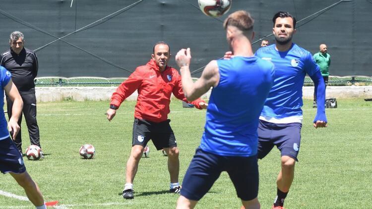 """Mehmet Özdilek: """"Bu çocuklar ve bu şehir bu şampiyonluğu hak ediyor..."""""""