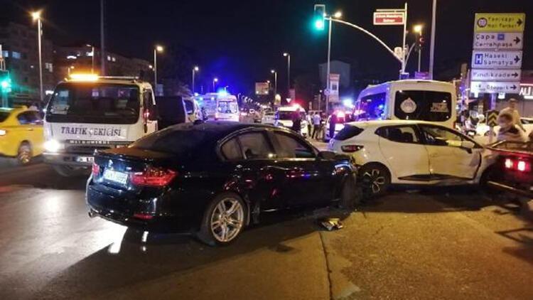 Fatih'te kural ihlali yaptığı iddia edilen sürücü 3 araca çarparak durabildi