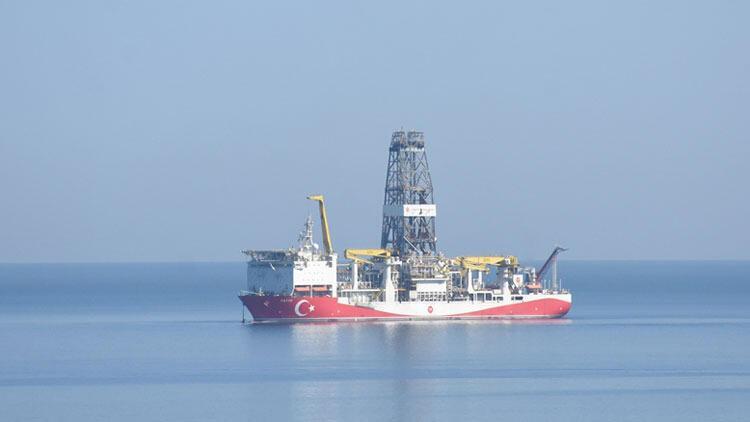 """Türkiye'nin ilk yerli sondaj gemisi """"Fatih"""" Zonguldak açıklarında"""