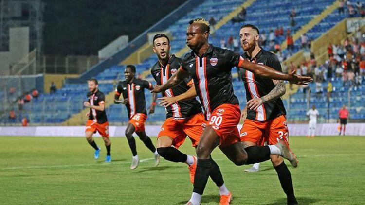 Adanaspor'da teknik direktör Coşkun Demirbakan, kendi oyuncusu Eze'yi çok sert eleştirdi