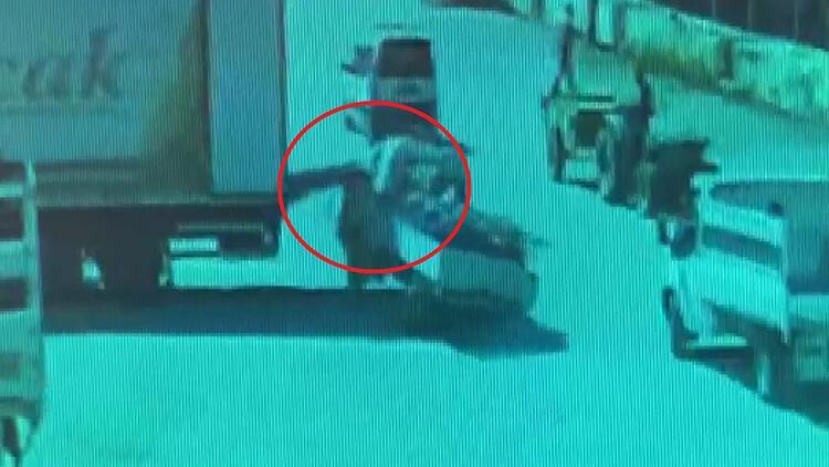 Kamyonetiyle park halindeki kamyonetin yük indirme liftine çarptı: 1 yaralı