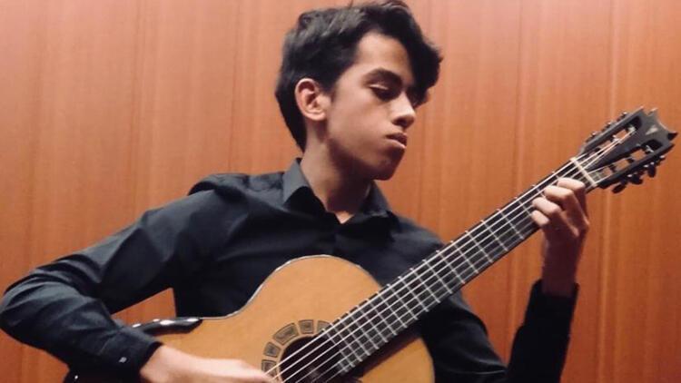 Liseli Berkan gitar yarışmasında Türkiye'yi temsil edecek