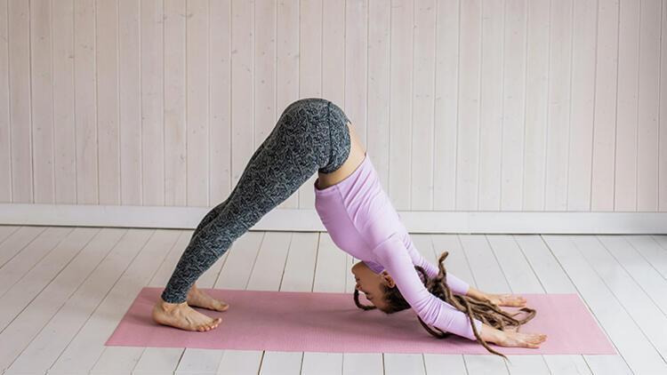 Evde Sırtınızı ve Belinizi Güçlendirebileceğiniz Yoga Akışı