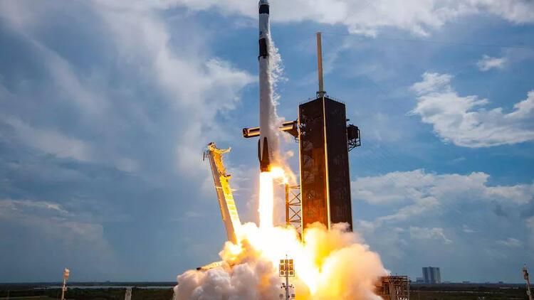 SpaceX, ABD ordusuna ait GPS uydusunu uzaya gönderdi