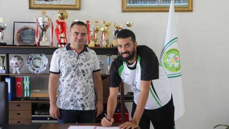 Manisa Büyükşehir Belediyespor, Alican Güney'i takımda tuttu