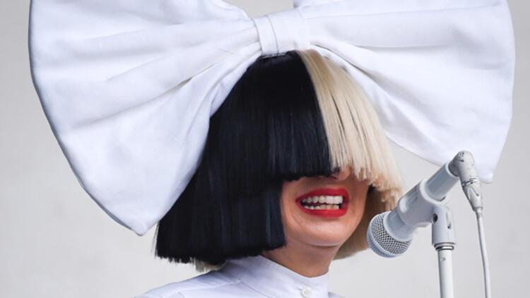 Şarkıcı Sia büyükanne oldu