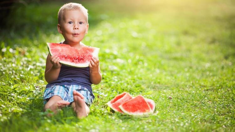Yaz aylarında çocuklar nasıl sağlıklı beslenmeli?