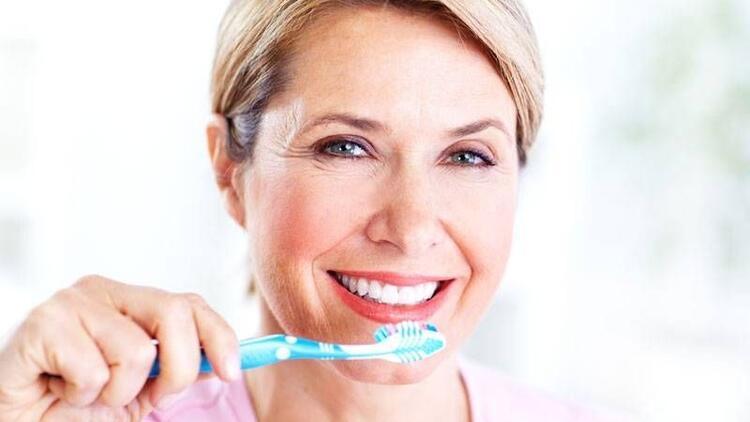 Protez dişlerin bakımı nasıl yapılmalı?