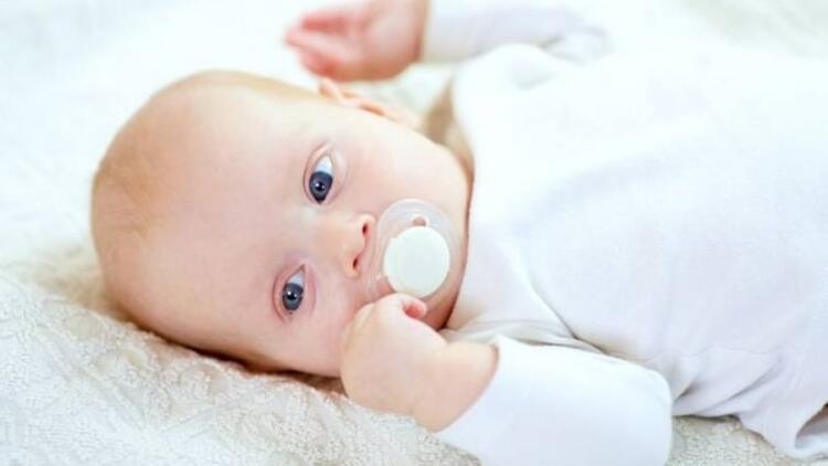 Bebeğiniz açken emzik vermeyin