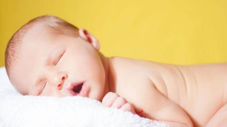 Ninniler bebeklerin ağrısını dindiriyor