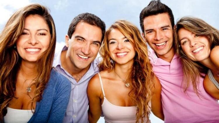 Gülen yüzler daha mutlu olmanızı sağlayabilir