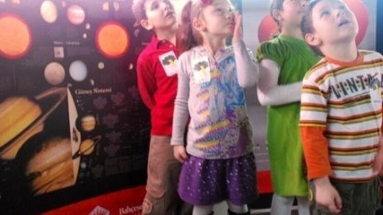 Çocuklar Uzaya Çıkıyor