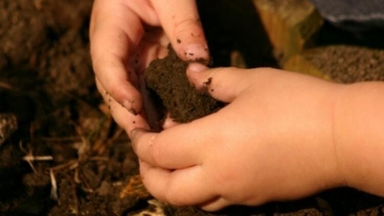 Toprak Yemek Mideye Faydalıymış