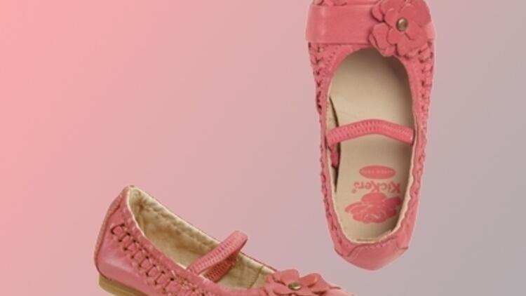 Kız Çocuklarına Pembe Ayakkabılar