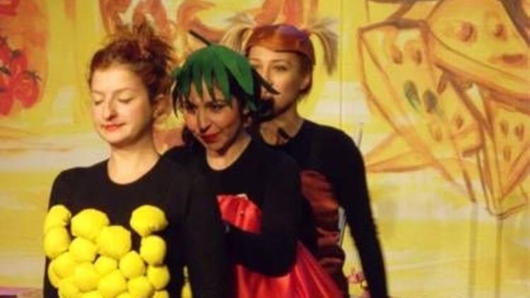 """""""Pizza Ülkesi"""" sahnede!"""