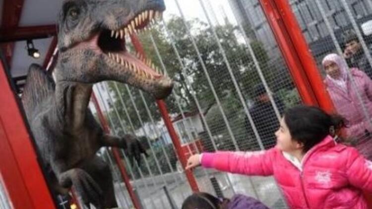 Dinozorlar şehre indi