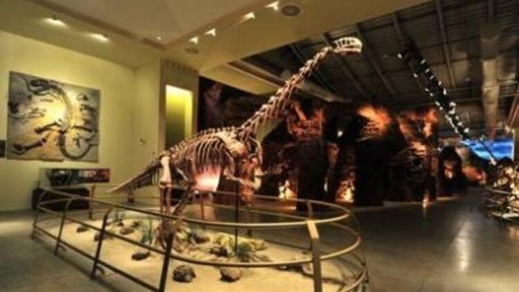 8 Mart'ta Jurassic Land'e ücretsiz giriş!