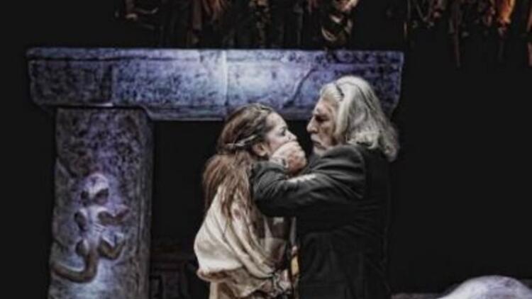 Sophokles'in Antigone oyunu sahnede!