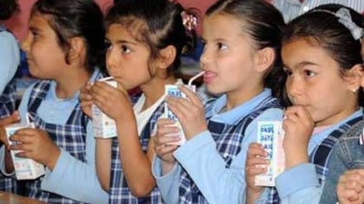 Okullarda süt dağıtma programına devam!