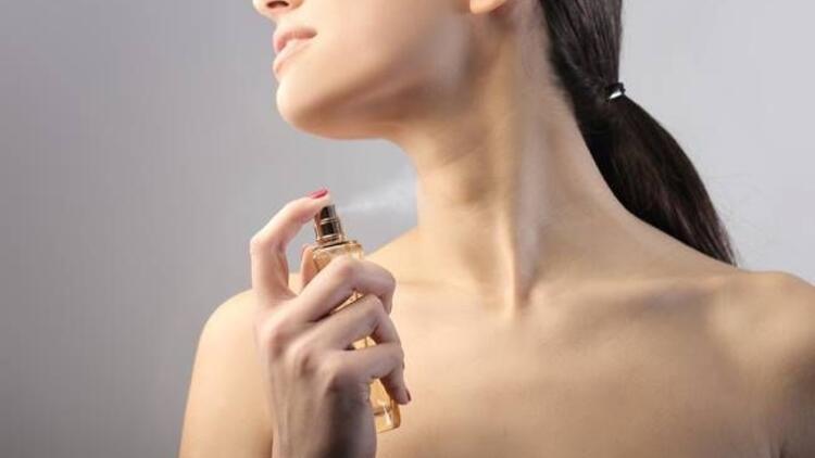 Parfümü cildinize sıkmayın!
