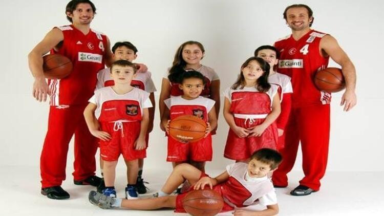 Çocuklar Kerem Tunçeri ile Marmara Forum'da